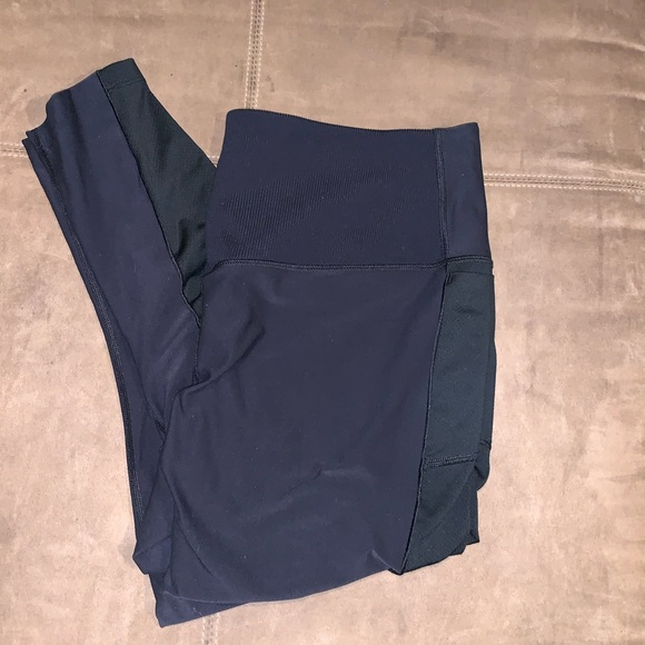 Nike Pants - Nike Dri-Fit Cropped Leggings Size 1X Pocket